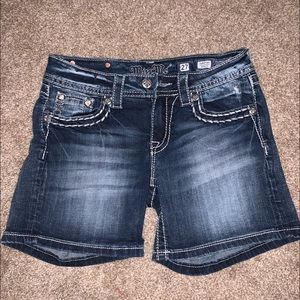MISS ME SHORTS SIZE 27